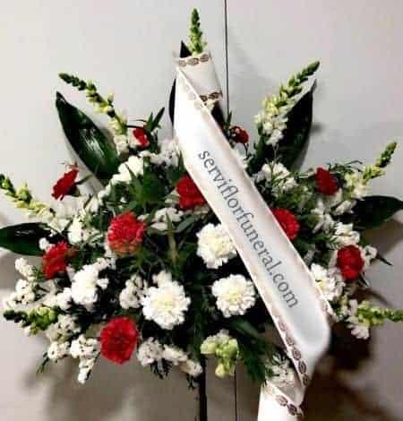centro de flores funerario claveles variados