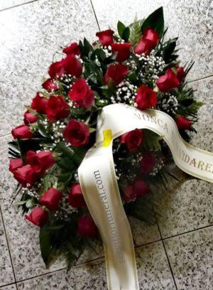 centro de flores para funeral rosas rojas amor