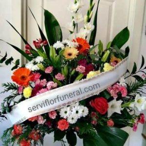 Centro de flores funerario atardecer variado