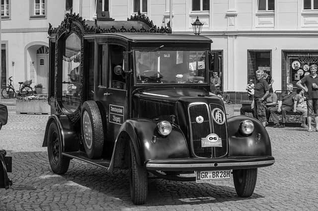 coche fúnebre antiguo