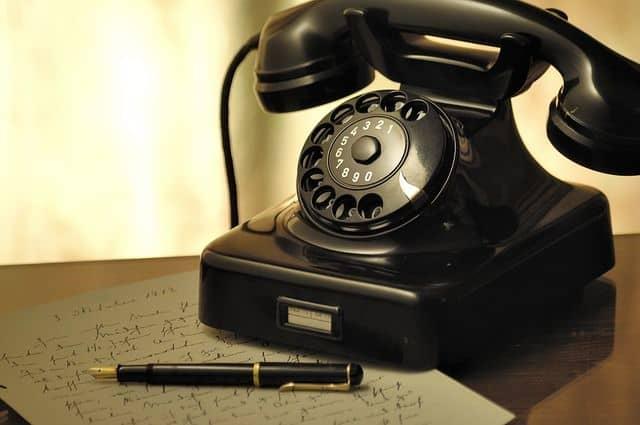 dar las condolencias por teléfono