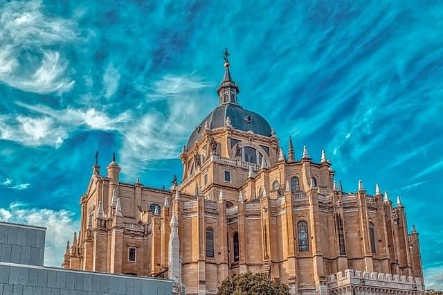 el cementerio mas grande de Europa foto bonita y hermosa