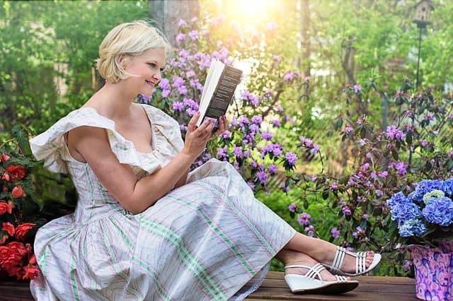 poema de duelo no te rindas mujer leyendo