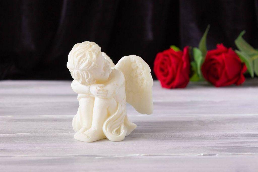 angel con flores