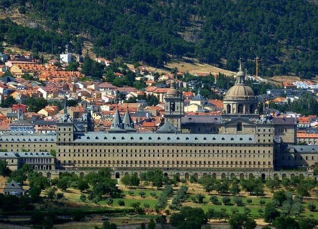 Tumbas de reyes en el monasterio del escorial en Madrid España