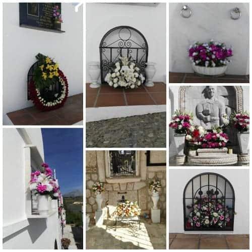 Coronas y centros de flores para funerales en los nichos del cementerio de Casabermeja Málaga