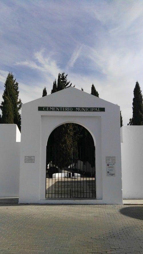Cementerio de Casabermeja puerta de entrada