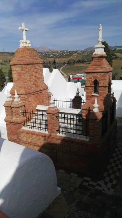 Visita al cementerio de Casabermeja